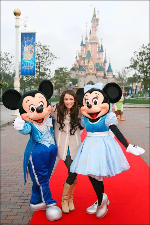 miley-cyrus-disneylandparis