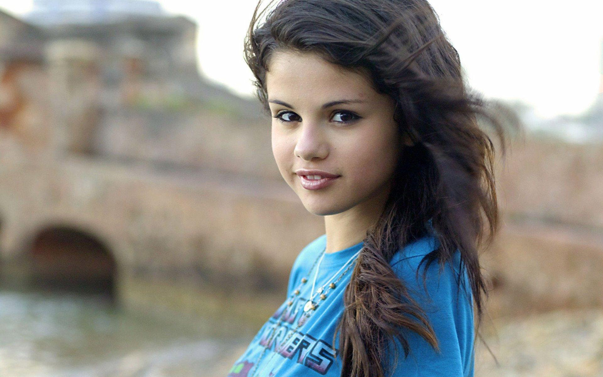Selena Gomez Американская актриса кино телевидения и озвучивания певица автор песен