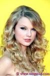 taylor-swift-long-curly-hairstyle